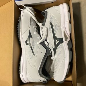 Men's 10 New Mizuno Baseball Shoes